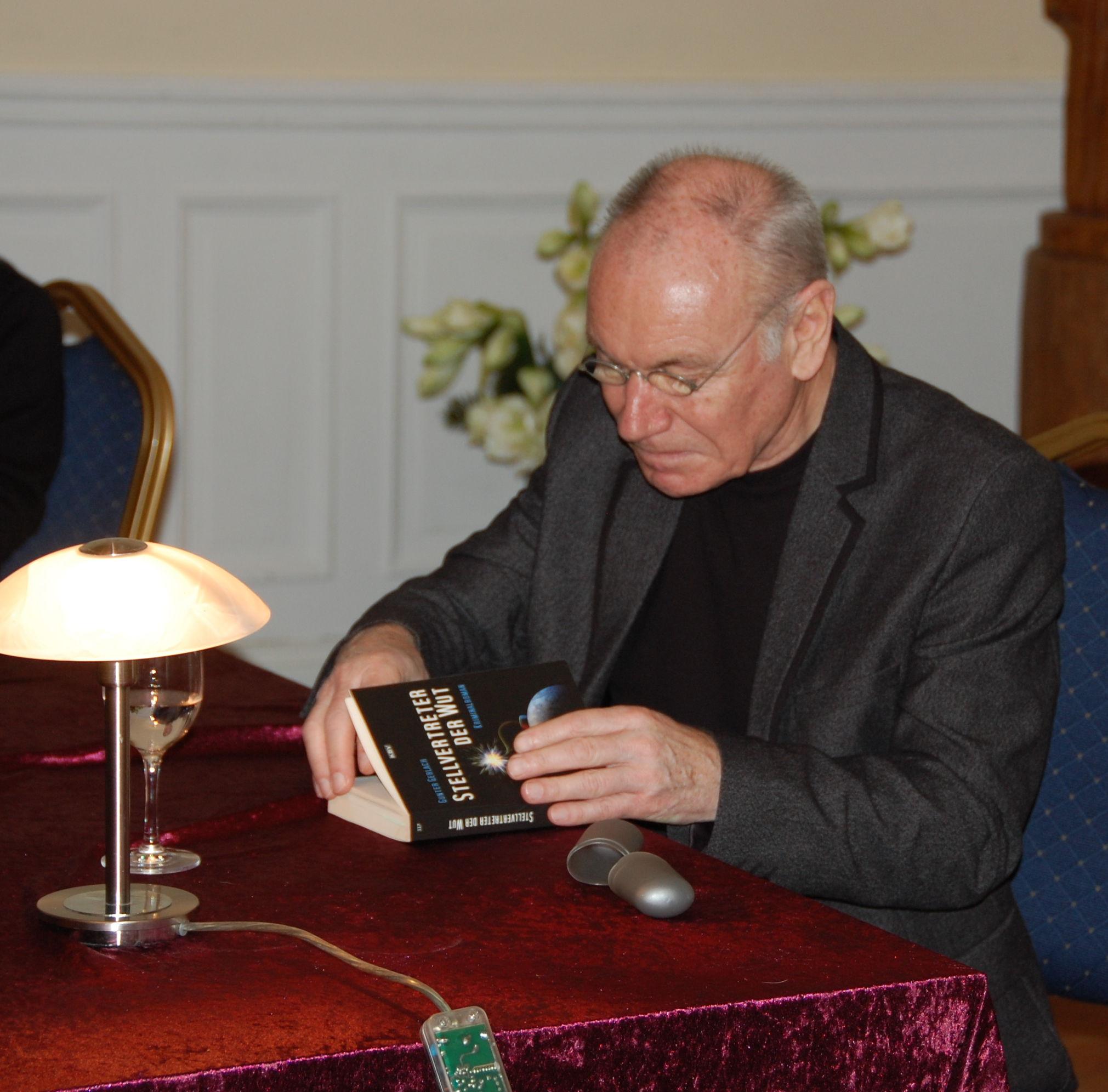 Gunter Gerlach las für die Oase
